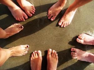 Cuida tus pies ¡todos descalzos!